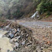 発達した低気圧の影響で国道493号が通行止めとなってます。
