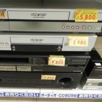 VHSビデオデッキ続々入荷中。