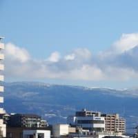 まわりの山が白くなっていました。