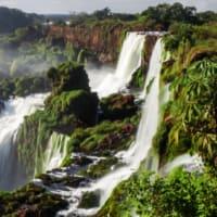 魅せられた写真:イグアスの滝 (ブラジルとアルゼンチンの国境)