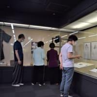 戦争のない平和な世界を願う 郷土資料館でいわさきちひろの平和パネルなどを展示した「戦時生活資料展」を開催しています