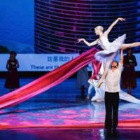 公演における芸術的なスタイルはバラエティに富んでおり、舞台美術のデザインに敦煌要素を際立たせ、透明LEDスクリーン「アイス・スクリーン」を初めて採用し・・・、