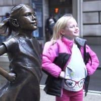 「恐れ知らずの少女」の像(Fearless Girl statue)