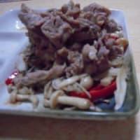 豚肉とキノコのコショウ炒め