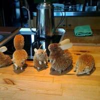 カフェのカウンターにて