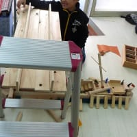 途中休憩  子どもたちの積み木作品です。