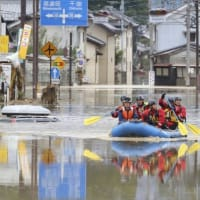 "【Bloomberg】    10月17:29分、""""台風19号で甚大な被害、人命救助続く-保険請求額1兆円規模か"""""