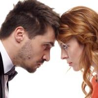 ギャンブルやパートナーの悪口は、家庭や仕事に不利益や危害をもたらし、関係性を壊す