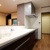 暮らしやすさとキッチンでの作業効率、整理整頓の話し・家事時間とキッチン周辺での日常的な収納計画、パントリーの計画方法と実際の利用価値を間取り設計デザインの工夫で。
