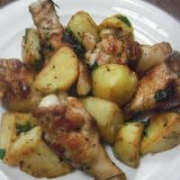 鶏手羽元とジャガイモのハーブ焼き