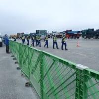 5月6日(木)、本部塩川港で辺野古への海上搬送が再開されたが、許可内容とは異なった作業 --- 県の北部土木事務所は指導せず黙認