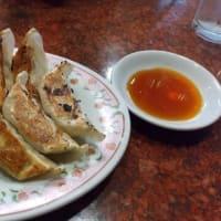 本日のディナーは餃子の王将日本橋でんでんタウン店へ。餃子2人前以上で1人前無料クーポン利用。