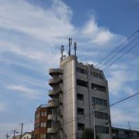 本日の大阪の最高気温。昨日の32.8度に続き31.7度。暑い暑い。高津高校上空などにオーロラ系地震雲発見。