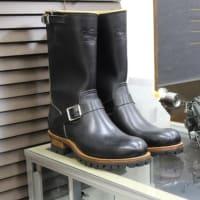 これからの暖かい季節に明るい色のブーツはいかがですか?