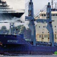 無効になっているドイツの貨物船を曳航  英国海峡