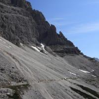 北イタリア湖水地方とドロミテ:(14)トレ・チーメ山麓のトレッキング
