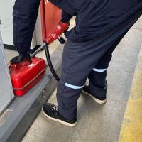 京アニ事件以来、携行缶へのガソリン購入のチェックは厳しくなる。