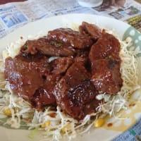ハラミの肉盛りサラダ。