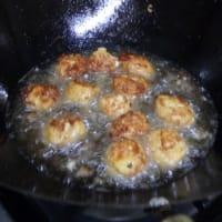 今度は豆腐ミートボール:前回は豆腐ハンバーグだった。  豆腐屋さんから「捨てられるくず」を無料でいただいて