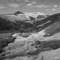 草紅葉の谷