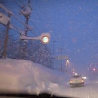 岩見沢、豪雪です。 カンジキ購入。