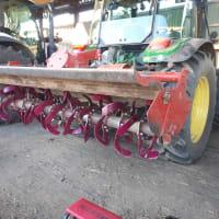 ロータリー耕の替え刃交換。