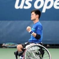 パラリンピックのテニスの国枝選手は、車椅子です