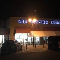 夜のサービスエリア