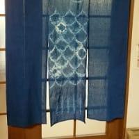 鯉のぼりの暖簾を藍染