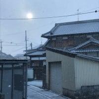雪が降る街