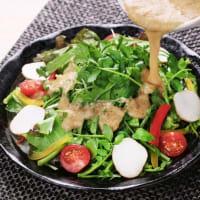 おすすめの逸品「自然薯ドレッシングサラダ」箱根 自然薯の森 山薬