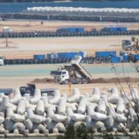 辺野古側埋め立て工区と大浦湾の様子