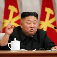 世界のメディアの「皆様」 へ  米軍は韓国から撤退しても、空母と在日米軍とグアム島から、北朝鮮を空爆で攻撃できる。 むしろ、韓国の米国軍は「人質」になるので、戦いに不利である。