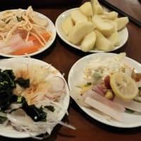 本日のディナーはロイヤルホストバースディ2割引きクーポン利用でカウボーイ家族大阪ドームシティ店へ。バースデイ特典が湯里店と異なりクレームを。湯里店にいた少しイケメンのお兄さんが。
