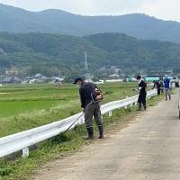 地域の草刈り活動。