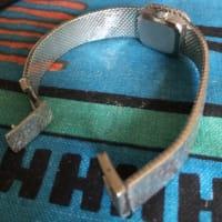 「オメガの高級アンティーク腕時計」その「一体型金属ベルト」が、コトもあろうに「切れて来た!」どうすればいいの?今回は「全く新しい修理術」を試してみた!果して「その結果は」?