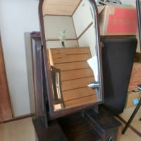 母愛用の鏡台、人生における鏡の存在。はい、ブログを再開します!