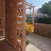 玄関の大理石と貝のモザイク画の完成