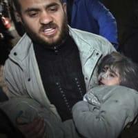 空爆下のガザの写真