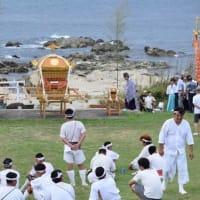 洲崎のお祭り お神輿が階段を下りるところ(館山市)
