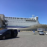 港の白灯台、新潟と小樽