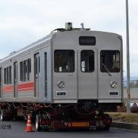 名阪国道 伊賀サービスエリア(2012.1.30) 旧東急 伊賀鉄道 モ205、ク105 陸送