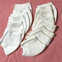 白のマスクたち