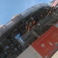 工事中の劇場を見ながら・・・