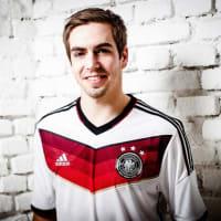 (〓_〓)が2冊目となる著書「Das Spiel: Die Welt des Fussballs」を22日にリリース!