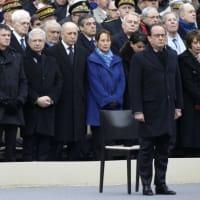 dans la cour des Invalides à Paris