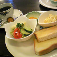 モーニング(サラダ、卵サラダ、フルーツ付330円)