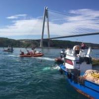 ボスフォラス海峡でコンテナ船が漁船に衝突。2人死亡