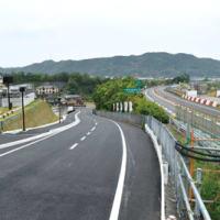 日高川町 防災センター前町道2車線に拡幅 緊急ゲートで高速道と施設直結 〈2019年5月17日〉