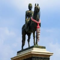 今日は近代国家を築いたラマ5世王が崩御された日!